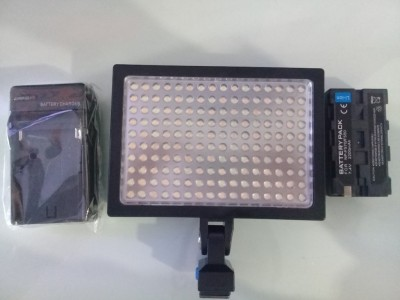 LAMP LED-1600PRO VIDEO LIGHT + Batt F970